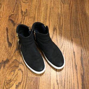 Kenneth Cole Kiera side zip sneakers